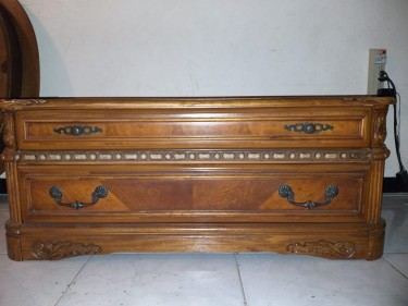 Beautiful Coffee Table With 2 Drawers