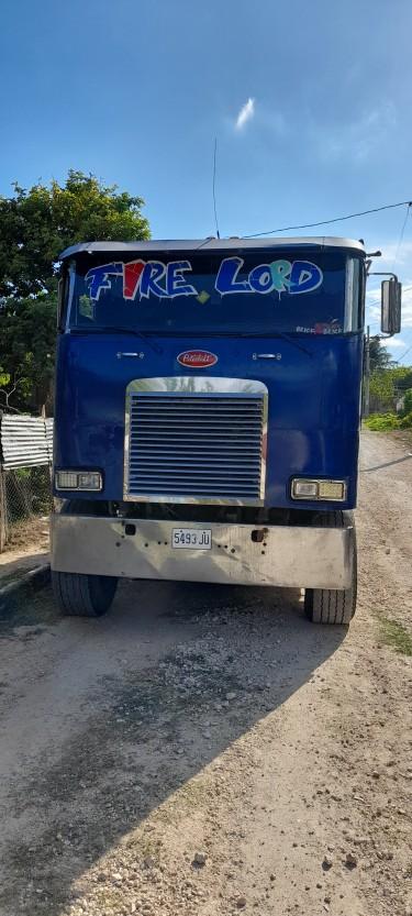 1990 Peterbilt Truck