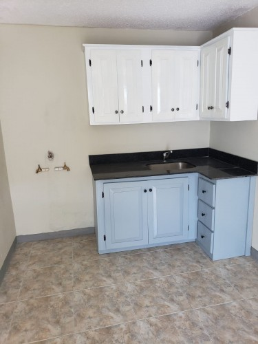 Recently Refurbished Small 1 Bedroom Apartment