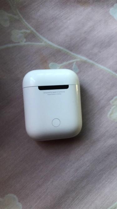 Apple AirPods 2nd Gen (not Wireless Charging Case)