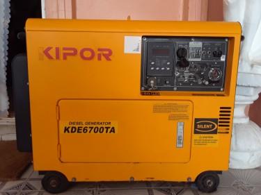 KIPOR GENERATOR -4.5KVA KDE6700TAO  50H 110/220