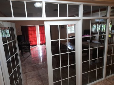 2 Bedroom 1 1/2 Bathroom Fully Furnished Apartment