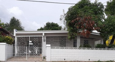For Rent: 3 Bedroom 2 Bathroom House For Rent