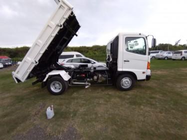 2005 Hino Truck