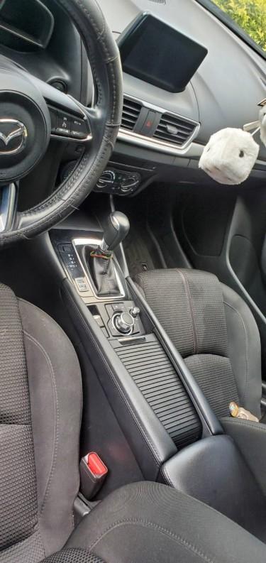 Mazda 3- Touring