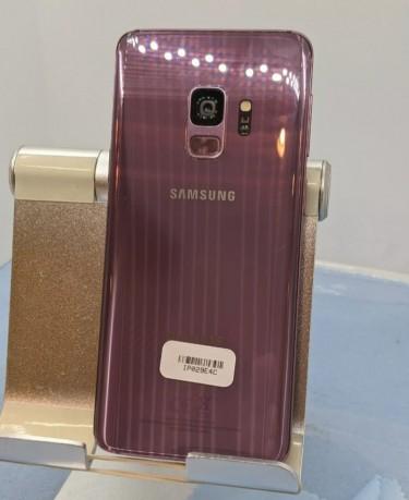 Samsung S9 64gb Small Hairline Crack On Bottom Cor