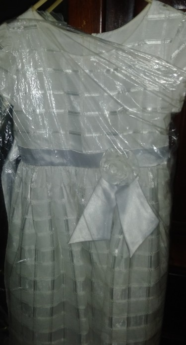 White Flowers Girls Dress In Good Condition.