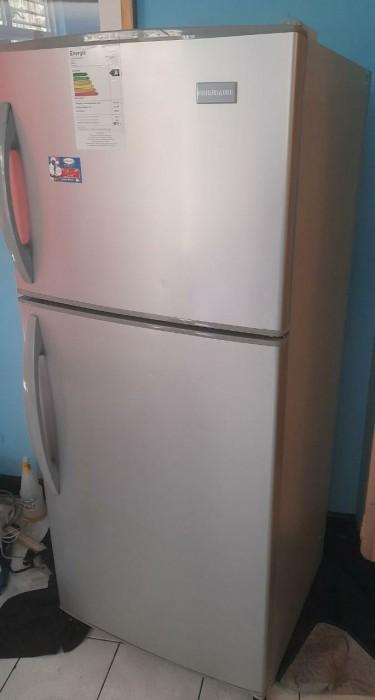 Frigidaire Refrigerator (Read Comments)