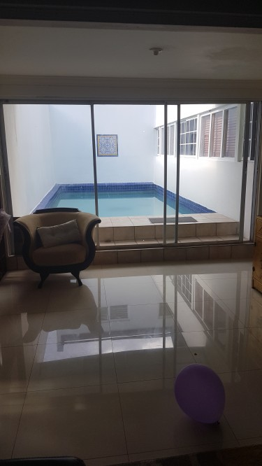 Room In A House With A Pool  On A Short Term Base