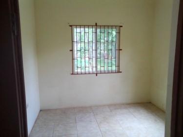4 Bedrooms,  2: Bathrooms, 2 Kitchens