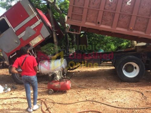 1983 International Tipper Dump Truck