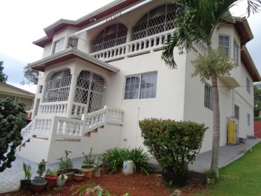 4 Bedroom House - Mandeville  Houses Caledonia Road