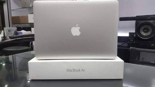 Apple MacBook Air Laptop 2017 (Core I5/8GB/128GB)