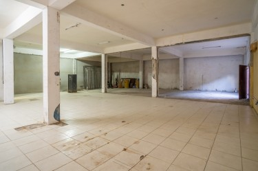 Commercial Space For Sale - 5.100 Sq. Ft